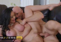 Porno doido vadia bonita fodendo sua buceta apertada